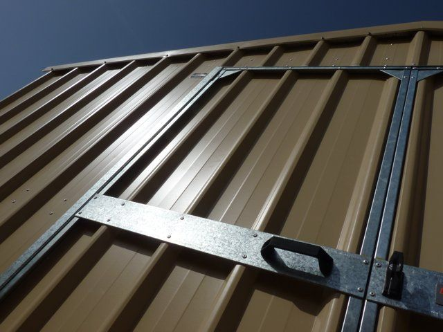 Double doors on all storage sheds > 1.58m are standard.