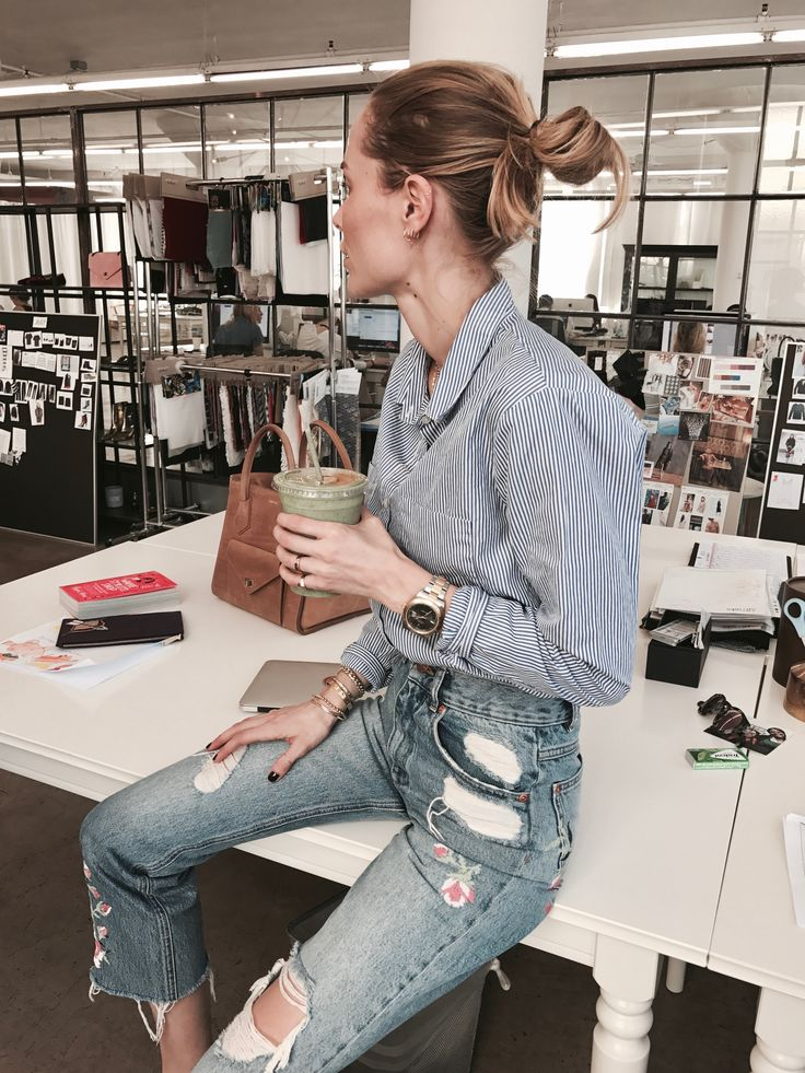 Busy busy days at the showroom always call for a green smoothie. I'm so in love with our ANINE BING embroidered jeans. Pairedwith this ANINE BING blue striped shirtis my favorite look for t…