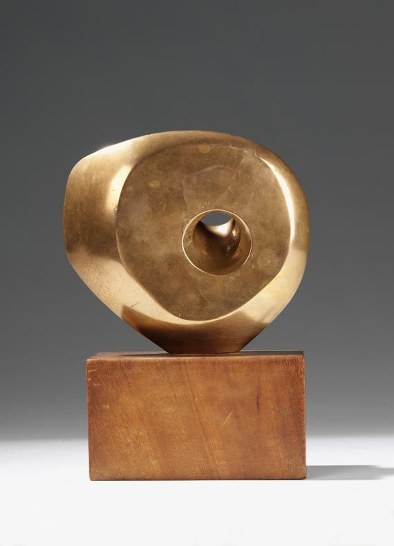 Barbara Hepworth, Pierced Round Form, 1959. Bronze and wood. IDEA: POLAR BEAR BONE WITH A RANDOM WHOLE