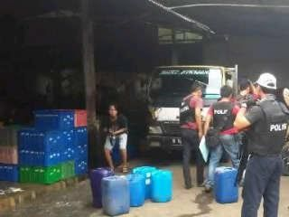 Badan Pengawas Obat dan Makanan Beserta Kepolisian kota Depok Gerebek Pabrik Tahu Berformalin