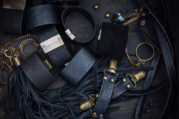 Oktober black leather jewellery mix.
