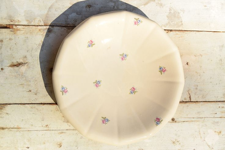Plat rond Digoin Sarreguemines / Made in France / Faïence crème motifs roses de la boutique AuPresDeMontToi sur Etsy