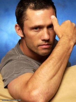 Jeffrey Donovan... so sexy!!