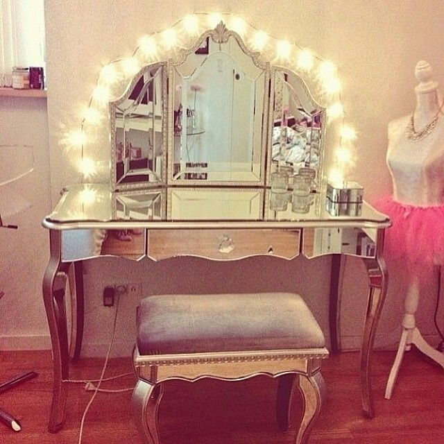 Cute make up vanity idea home pinterest vanity ideas for Cute vanity desk