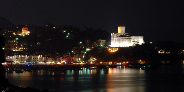 Il castello di Lerici è una fortificazione a base poligonale che si erge in posizione dominante sul promontorio roccioso ligure.