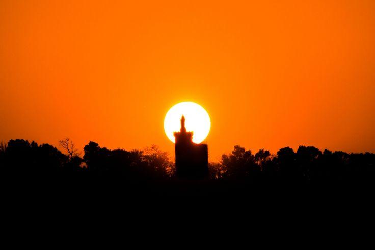 Couché de soleil sur notre dame de la blache à pont saint esprit