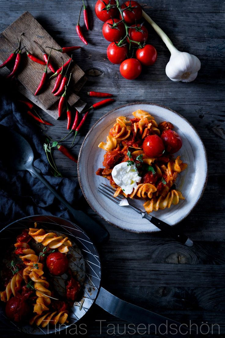 Echt scharf! Pasta Arrabiata mit viel Chili und ein bißchen Burrata! - Tinastausendschön