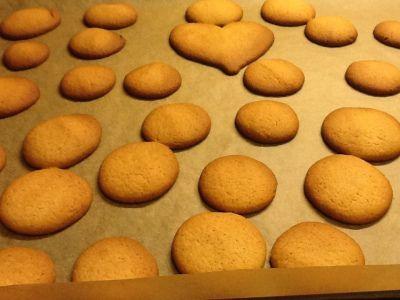 De beste julekakene! Nydelige med mye kryddersmak :) Ingredienser: 1 stk egg,300 g sukker,300 g...