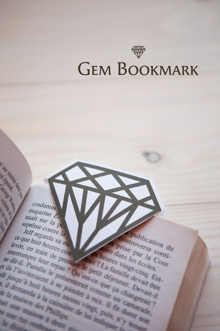 [DIY] Gem Bookmark - the directions are in French, but the photos are pretty explanatory.