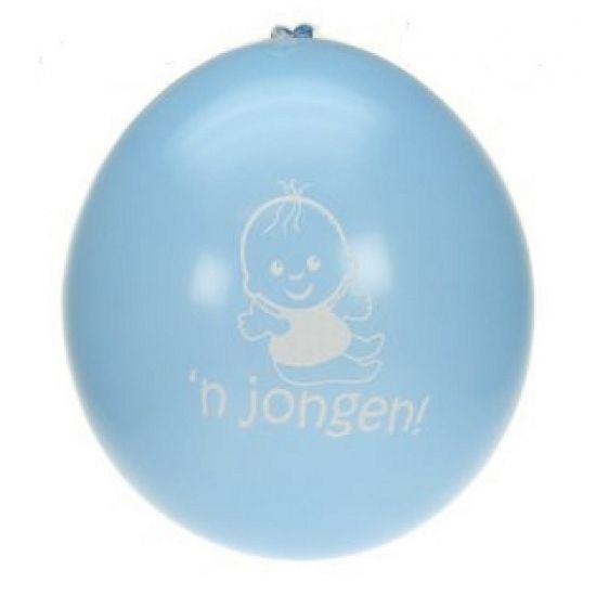 Blauwe geboorte ballonnen voor jongens. Zakje met 8 blauwe ballonnen met hierop een jongetje en de tekst: 'n jongetje. Formaat: 27 cm.