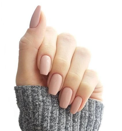 Un mani nude nunca puede faltar. #Uñas #Nude #Mani