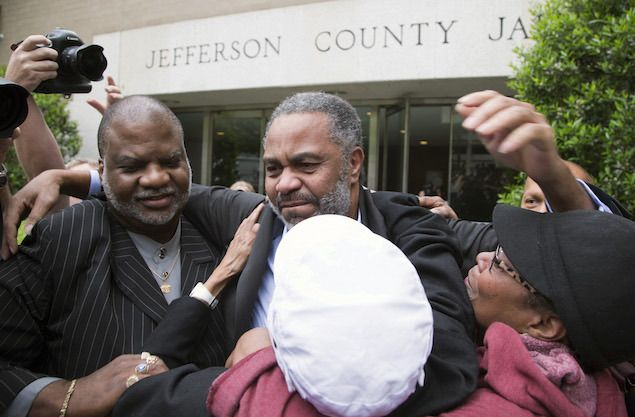 Alabama Man Free After 28 Years on Death Row - http://the-digg.net/alabamamanfreedeathrow/