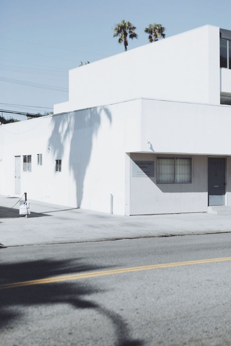 http://roaminglovers.fr/los-angeles/ #roaminglovers #losangeles #minimal #abbotkinney #la #shades #palmtrees #architecture #travel