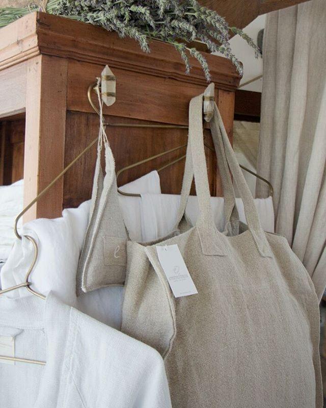 Rincones de verano #bolsos #batas #cortinasdebaño #chales #ropa #lino #linen