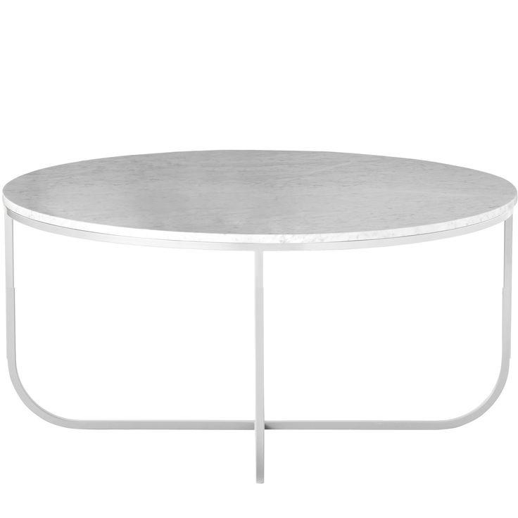 Tati soffbord från Asplund, formgiven av Johan Ridderstråle och Mats Broberg. Ett elegant och nätt soffbord som har typisk skandinavisk design som är stilrent och har raka linjer. Bordets stomme är tillverkat av metall som lackerats i vitt och bordskivan är i vit marmor, vilket är en fantastisk kombination. Bordets unika design med runda former och kontrasten till materialet är briljant och något som garanterat kommer bli en designklassiker.