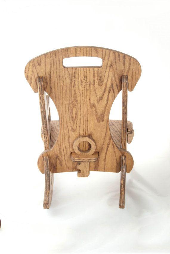 Schommelstoel van een kind ze kunnen zelf samen te stellen (en uit elkaar halen) met geen hardware! Handgemaakt uit eiken multiplex in Tacoma, Washington. Packs plat voor verzend- en gemakkelijke vervoer en opslag!  Inspireren wonder, ontwikkeling en genot met deze unieke houten puzzel Rocking Chair.  Normaal gesproken zijn kinderen ontmoedigd van het uit elkaar nemen van meubilair. Niet zo met deze fantastische schommelstoel! Eenvoudig te monteren en demonteren, zal uw kind liefde…