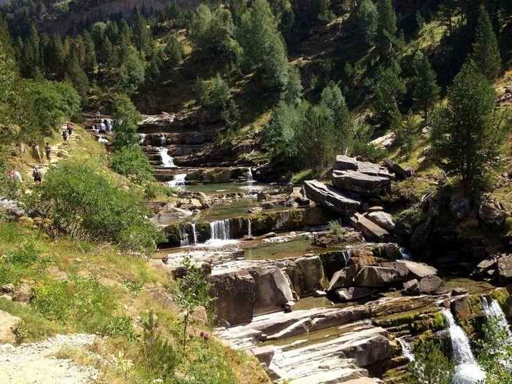 Parque Nacional de Ordesa y Monte Perdido. http://buff.ly/1mLTzsa @aragonturismo #spain pic.twitter.com/pFsWu4WKAs