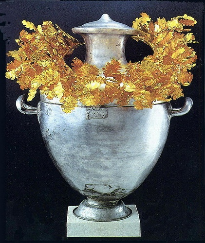 Vergina Archeological Museum - Silver Urn with Golden Wreath of Alexandre IV