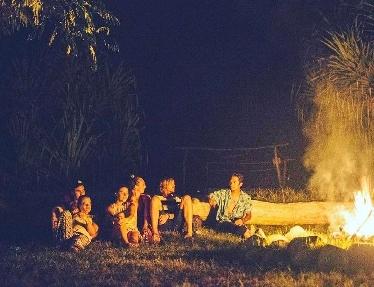 @hevansscott Missing Bali Nights ❤️  #regram #regram #bonfire #campfire #friends #giliasahan #giliasahanecolodge #lombok #oceanvibes #lodge #outdoorliving  #lodgelife #islandlife #timewithfriends #ecolodge #fire #stones