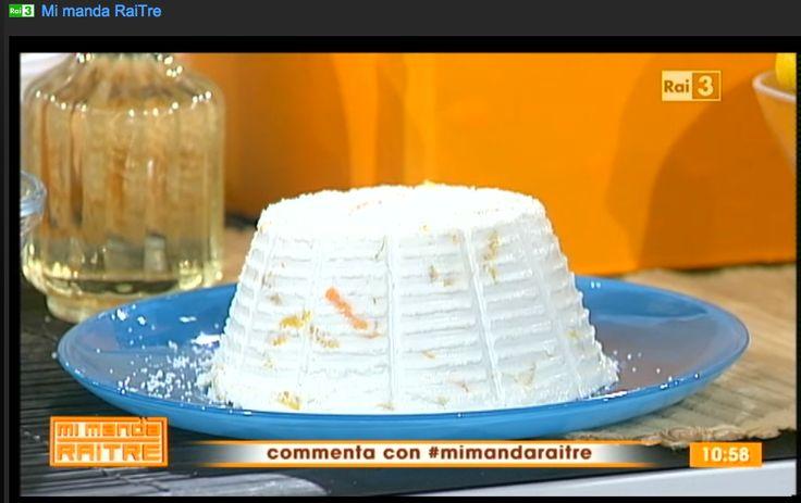 Dal latte al formaggio. Si porta il latte ad una temperatura di 40 gradi si aggiunge un po' di aceto o limone.  Dopo un po' il latte si separa dall'albumina, e si formano dei grumi di formaggio, a questo punto si passa il formaggio nella formina, si  aromatizza e si schiaccia. Per conservarlo, si  mette in frigorifero oppure aggiungiamo un po di sale intorno e lo lasciamo stagionare in una cantina fresca. Da un litro e mezzo di latte abbiamo ottenuto più di 500 gr. di formaggio.