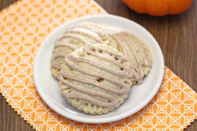 Sarah Bakes Gluten Free Treats: gluten free vegan pumpkin hand pies + bob's red mill gluten free pie crust