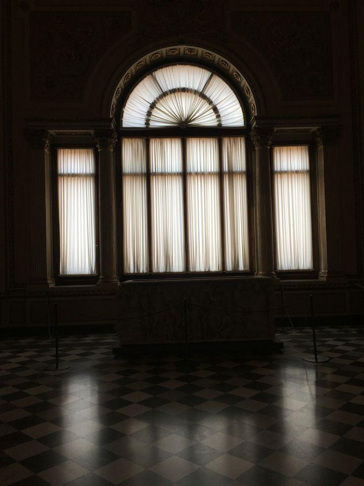 Uffizi Gallery... Window