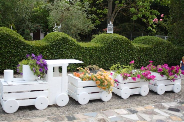 Train Like Planter Made From Old Crates To Adorn Your Garden