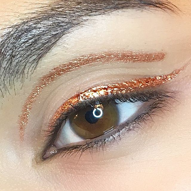 Yes, there was a theme on today's shoot..can you guess what it is? ☺️ I made this eyeliner with @maccosmeticsuk Copper Sparkle pigment mixed with #MACPro Eyeliner Mixing Medium. .... .  #maccosmetics#mac#myartistcommunity#myartistcommunity_uk#makeup#makeupartist#macaddict#makeupjunkie#beauty#beautyblogger#new#makeuptrend#sminkes#kosmetika#maquillage#maquillaje#mua#shooting#editorial#copper#coppersparkle