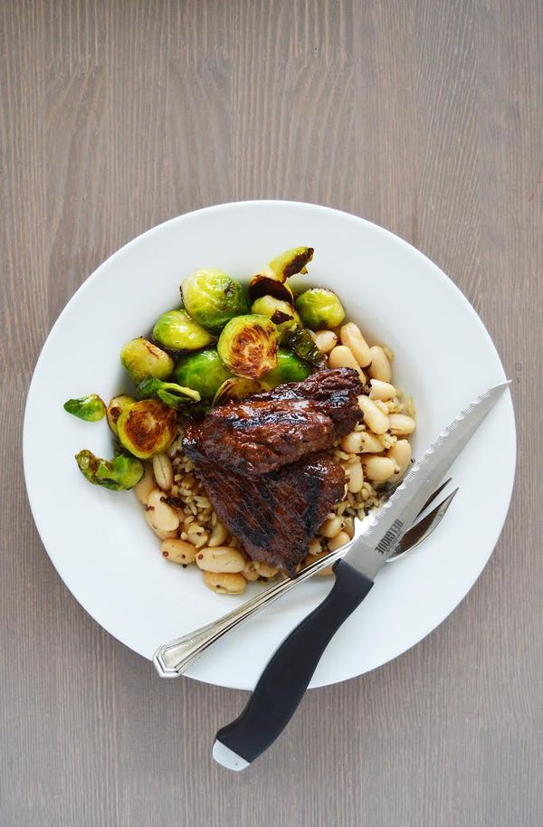 Garlic Red Wine Steak Tips | DivineLifestyle.com | sauce recipe dinner beef healthy dinner recipes meal veggies pepper quinoa barbeque kitchen