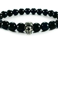 Dizarro to męska biżuteria najwyższej jakości produkowana z kamieni półszlachetnych, srebra, złota oraz kryształów Swarovski™.  Bransoletka wykonana z czarnych onyksów oraz czaszki z rutenowanego srebra próby 925.Szczegóły:- czaszka z rutenowanego srebra 925- bransoletka wkładana na elastycznej gumce- średnica kulek: 8 mm- bransoletka zapakowana w eleganckie, czarne pudełko