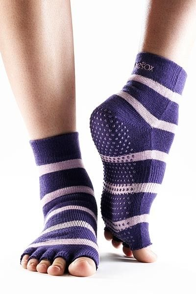 grippy socks!Legs Warmers, Stay Fit, Yoga Clothing, Yoga Fit, Yoga Pil, Toes Socks, Half Toes, Health Fit, Yoga Socks