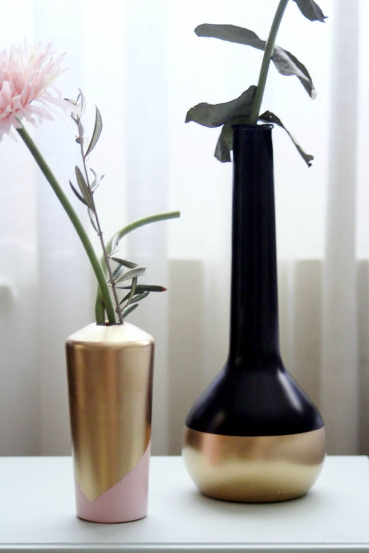 Transformar botes y botellas en floreros nórdicos es facilísimo