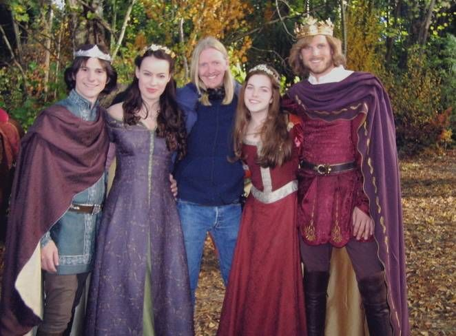 Edmund (Mark Wells), Susan (Sophie Winkleman), director Andrew Adamson, Lucy (Rachael Henley) and Peter (Noah Huntley). The Chronicles of Narnia: The Lion, the Witch and the Wardrobe