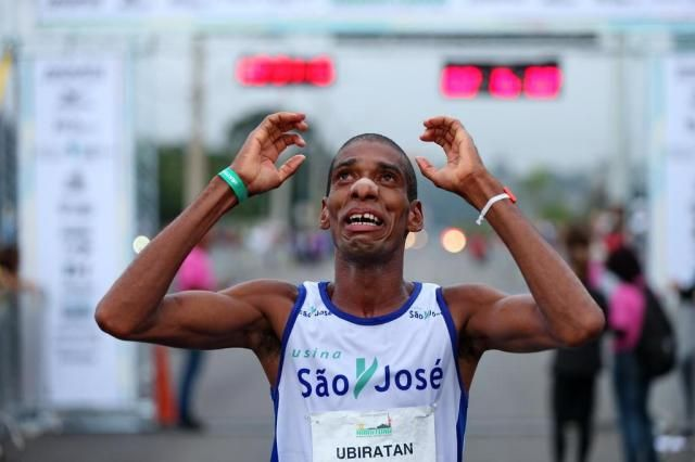 Pernambucano vence a 31ª maratona de Porto Alegre Bruno Alencastro/Agencia RBS PARABÉNS.
