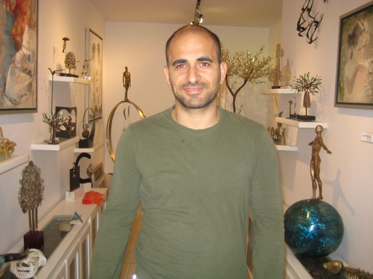 Takis. Oia Treasures cofounder. His ambission is for Oia Treasures to become a focal point for art enthusiasts and collectors.