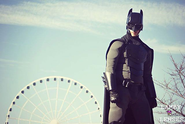 Un étudiant fabrique un vrai costume de Batman - A student makes a real Batman costume - Jackson Gordon