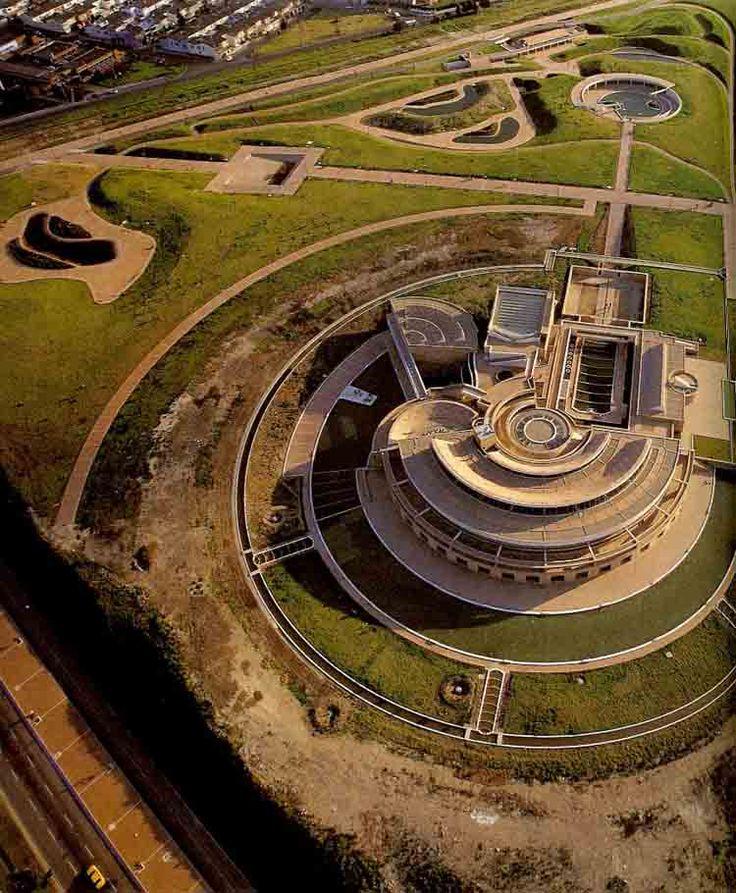 Biblioteca Virgilio Barco ¿Te interesa la arquitectura y el urbanismo? Te…