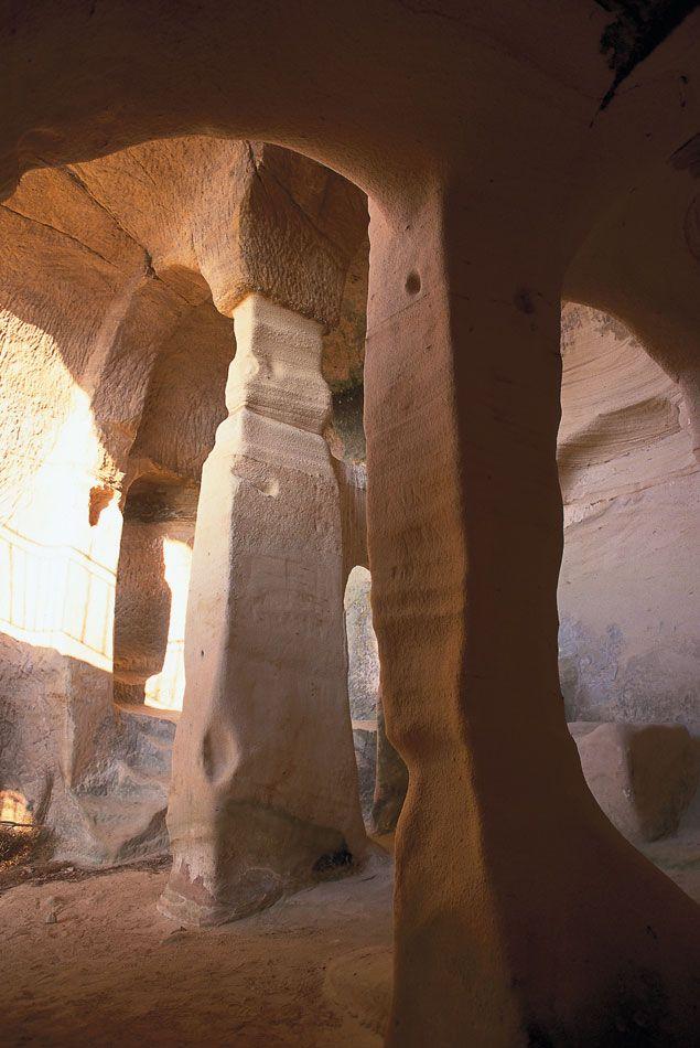 Iglesia rupestre en Valderredible; Campo Cantabria, Spain