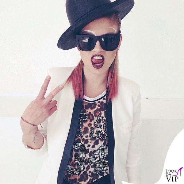 Emma Marrone http://lookdavip.tgcom24.it/emma-look-internazionale-per-leurovision-song-contest/emma-marrone-video-la-mia-citta-canotta-giacca-kontatto/