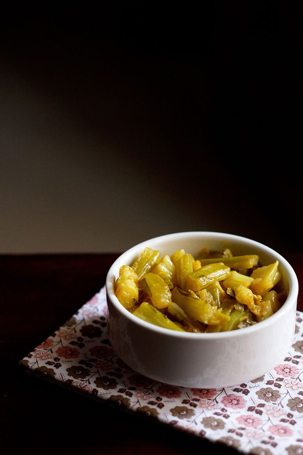 gobi ke danthal ki sabzi – a homely and punjabi recipe of a dry spiced curry made with cauliflower stalks and leaves.