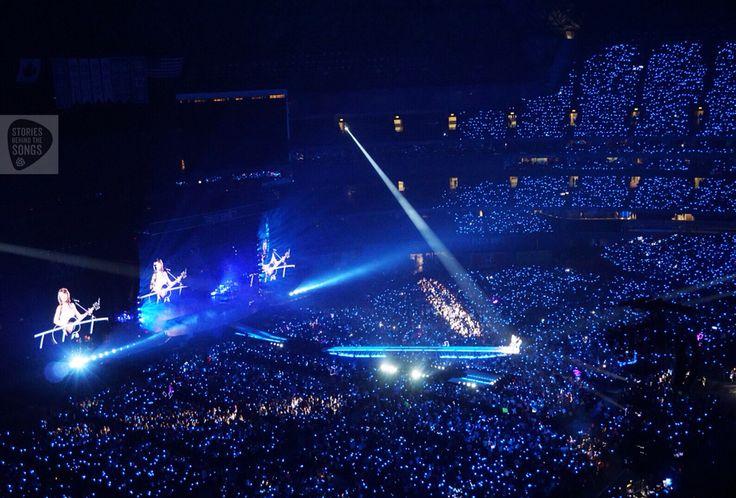 Taylor Swift in Toronto. #SBTSLive #TaylorSwift #Toronto #livemusic #concert #crowd #1989Tour