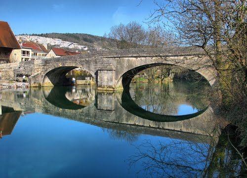 Ornans : le vieux pont de Nahin