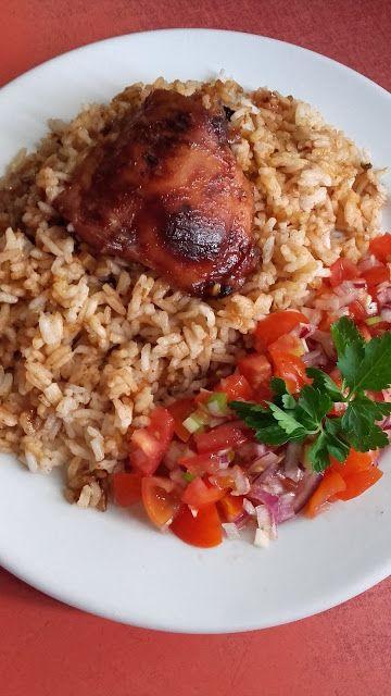 Ragacsos csirke, paradicsomsalátával