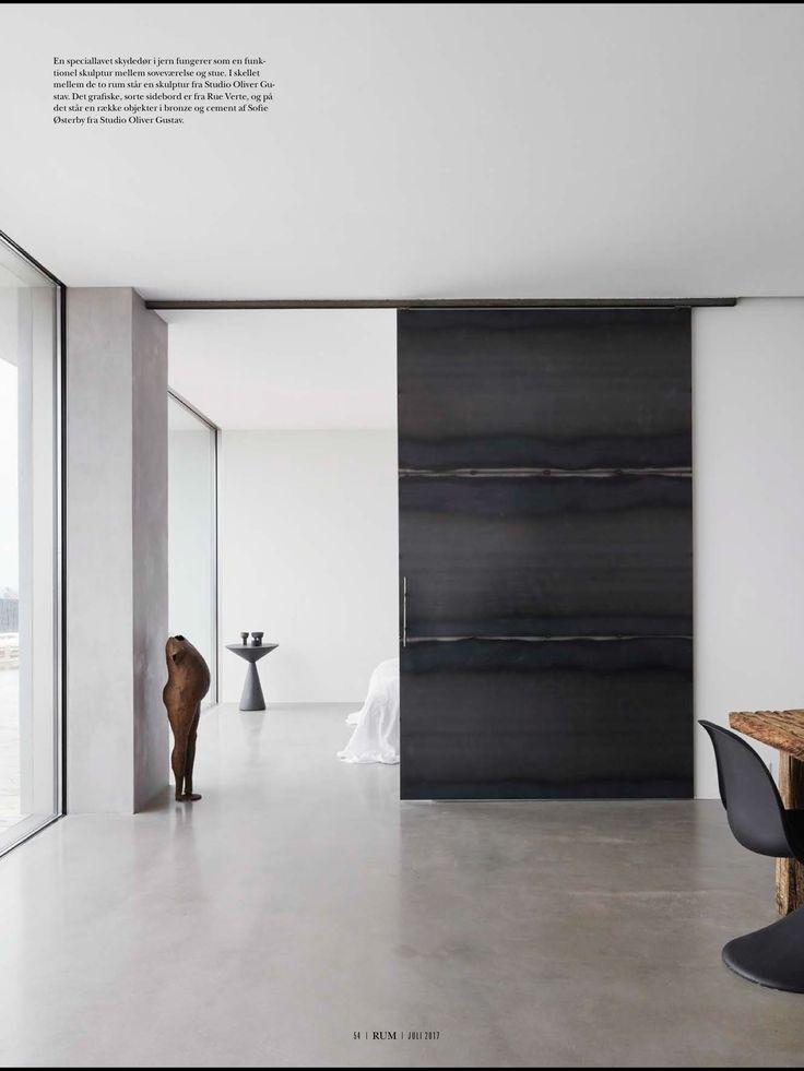 Procurez-vous le magasine RUM Interiør & Design de juillet 2017 : Concrete poetry. Des projets de béton inspirants et créatifs. Un hommage particulier à l'architecte Jérôme de Meurons pour le projet Caviano en Suisse. Magnifique!