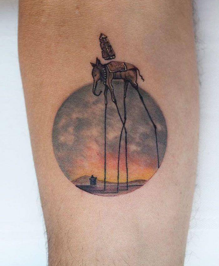 Eva Krbdk é uma tatuadora com sede em Istambul, Turquia. Ela já tinha se destacado antes com suas fantasticamente peculiares tatuagens de ponto-cruz. Agora, gostaríamos de lhe apresentar a sua mais recente criação, ou seja, estas belas tatuagens com círculos em miniatura.