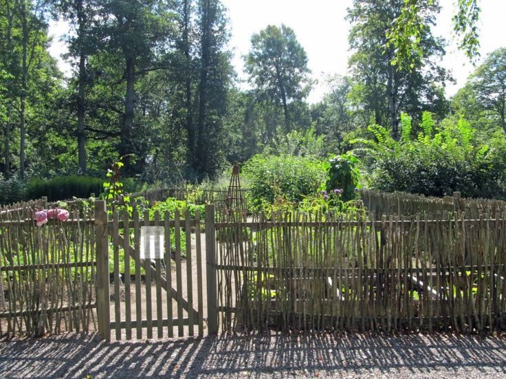 17 best images about vegetable garden fence on pinterest for Attractive vegetable garden fence