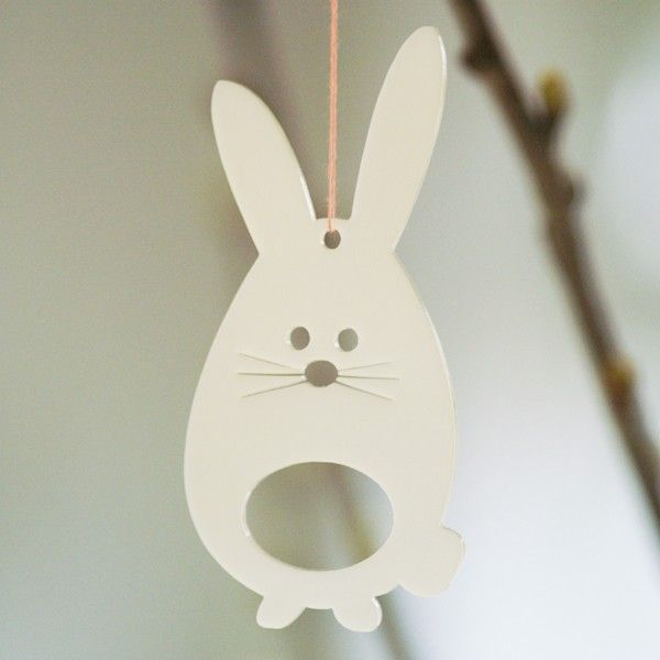Easter bunnies in white transparent plexiglas from Hangarounds