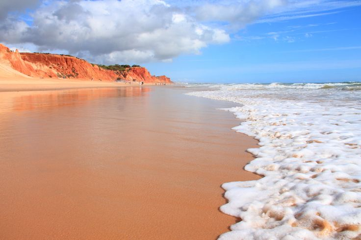 Le splendide littoral de l'Algarve, qui s'étire sur plus de 150 km le long de l'Atlantique, offre une incroyable diversité et une profusion de plages séduisantes. Voici les 10 plus belles selon Lonely Planet.