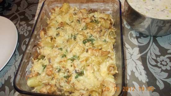 Lekkere gegratineerde pasta met kip, champignons en roomkaas