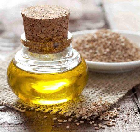 L'olio di sesamo aiuta contro tagli, batteri e usato come condimento può ridurre la pressione del sangue.